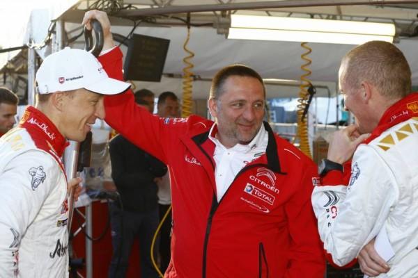 WRC-2015-ARGENTINE-26-avril-YVES-MATTON-félicite-KRIS-MEEKE-et-PAUL-NAGLE-apres-leur-victoire.