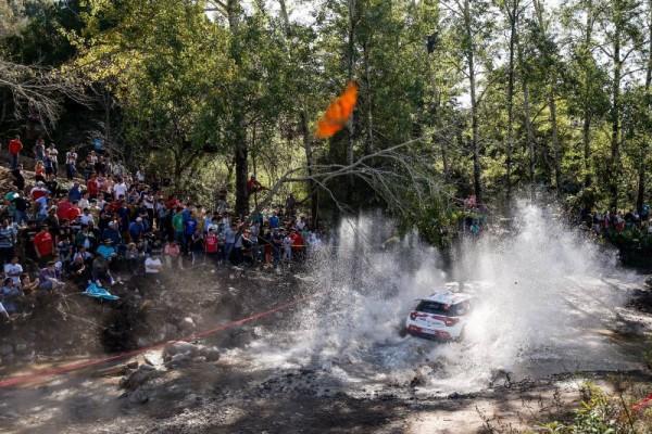 WRC-2015-ARGENTINE-KRIS-MEEKE-et-sa-DS3-CITROEN1.