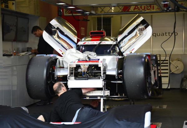 24-HEURES-DU-MANS-2015-Test-preliminaire-Stand-AUDI-Photo-Max-MALKA