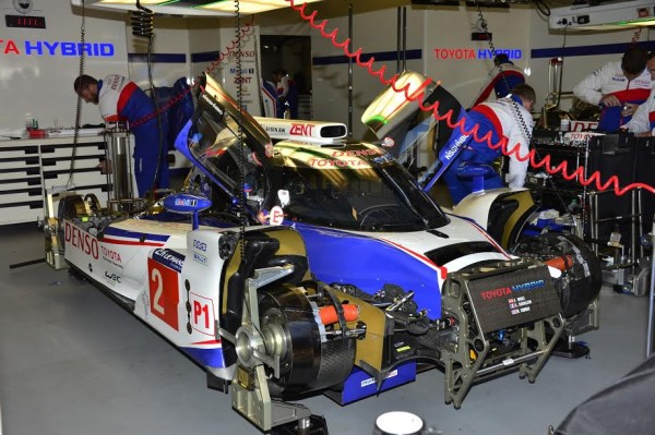 24-HEURES-DU-MANS-2015-Test-preliminaire-Stand-TOYOTA-Photo-Max-MALKA