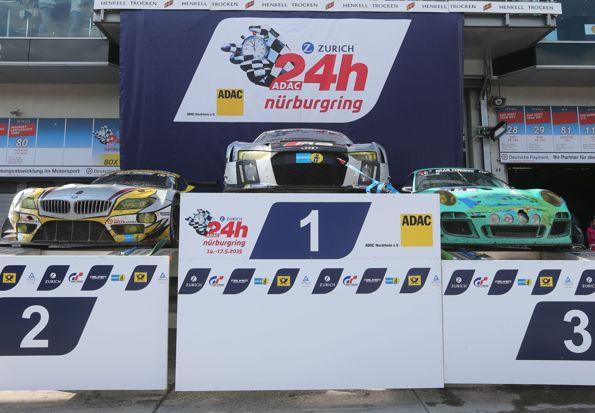 24 HEURES DU NURBURGRING les Trois voitures victorieuses sur le podium AUDI BMW PORSCHE