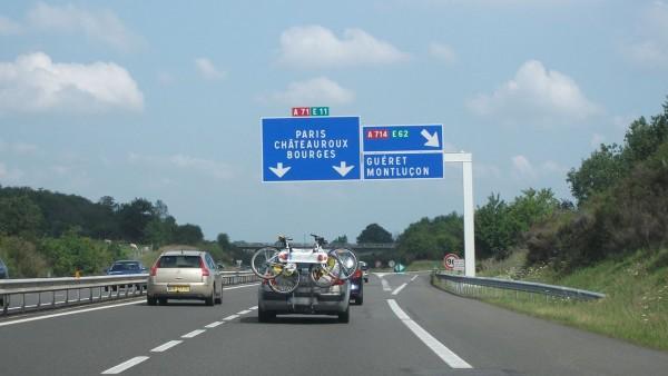 AUTOROUTE en FRANCE - Une voiture diesel