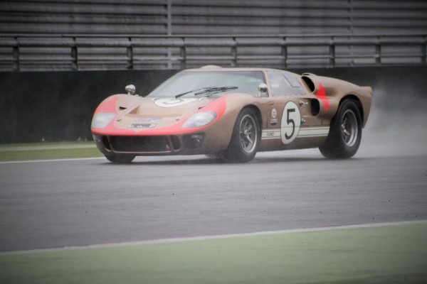 CLASSIC-DAYS-INOUBLIABLE FORD GT 40-Photo-Emmanuel-Leroux