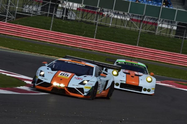 ELMS-2015-SILVERSTONE-LAMBORGHINI-GALLARDO-du-Team-GULF-Racing-UK-et-la-PORSCHE-GULF-Photo-Max-MALKA.