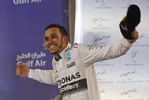 F1-2015-BAHREIN-HAMILTON-seul-au-monde-et-déja-victorieux-de-son-3éme-GP-en-2015