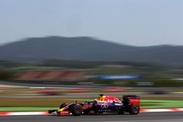 F1-2015-BARCELONE-RED-BULL-RENAULT-de-Daniel-RICCIARDO.