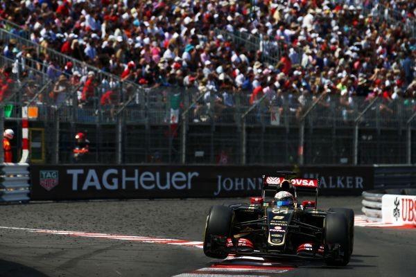 F1 2015 MONACO La LOTUS de ROMAIN GROSJEAN sera bien a l arrivee malgre le stupide harponnage du jeune VERSTAPPEN en panne de cerveau