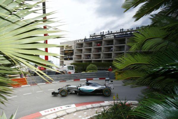 F1-2015-MONACO-MERCEDES-de-LEWIS-HAMILTON. filait vers une indiscutable victoire mais...