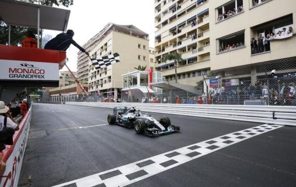 F1-2015-MONACO-VICTOIRE-finale-pour-MERCEDES-mais-avec-NICO-ROSBERG