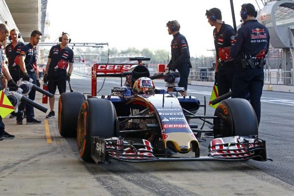 F1-2015-Test-BARCELONE-Pierre-GASLY-au-volant-de-la-TORO-ROSSO.