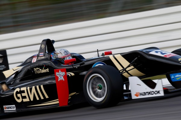 F3-2015-HOCKENHEIM-ALEX-ALBON-Team-SIGNATURE