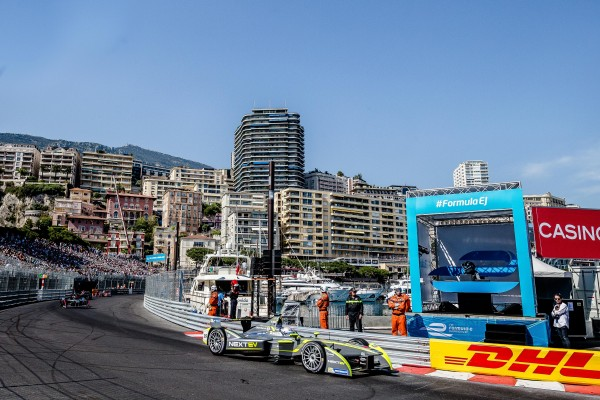 FORMULE E 2015 MONACO - passage le long du port