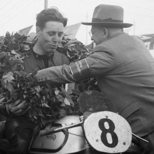 GEOFF-DUKE-en-1951