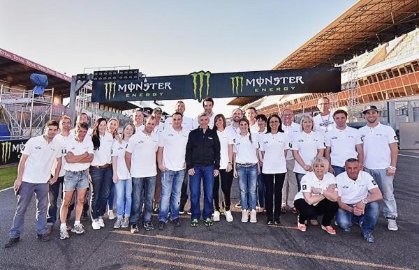 MOTO-GP-2015-FRANCE-Présentation-des-pilotes-FRANCAIS-au-MANS-avzec-le-promoteur-Claude-MICHY-