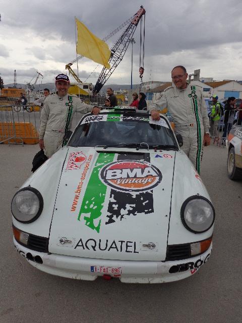QUE-2015-Les-vainqueurs-arrivee-a-TANGER-La-OPORSCHE-de-Bernard-MUNSTER-et-Johan-GITSELS-Photo-Autonewsinfo