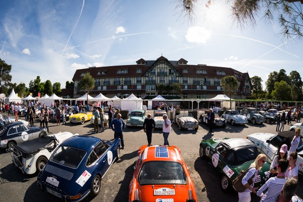 RALLYE-DES-PRINCESSES-2015-les-concurentes-au-PARIS-COUNTRY-CLUB.