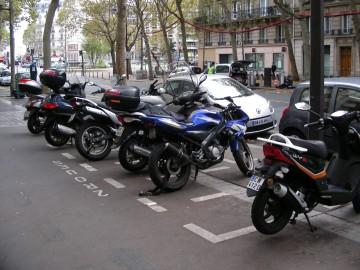 STATIONNEMENT-DES-2-ROUES-DANS-PARIS