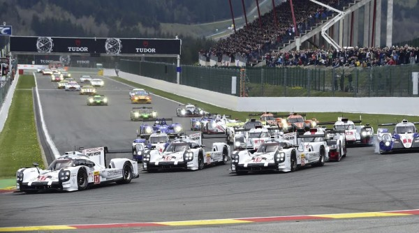 WEC-2015-SPA-Apres-le-depart-le-peloton-attaque-le-virage-de-la-Source Photo Max MALKA