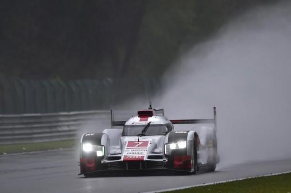 WEC Après l'équipe Porsche, souveraines jeudi lors des deux séances des essais libres des Six Heures de Spa qui se disputent demain samedi, ce vendredi au tour de l'autre écurie Allemande, Audi de se montrer et de signer le temps de référence de la troisième et ultime session de ces essais libres, sur le toboggan Ardennais de Francorchamps C'est le pilote Allemand André Lotterer qui décroche le meilleur chrono au volant de l'Audi N°7 en 1'57''368, précédant l'armada des trois Porsche ! La N°19 du pilote de F1, l'Allemand Nico Hülkenberg, en 1'57''379, à 0''011 devançant la N°18 confiée au Suisse Neel Jani, 3éme en 1'57''861, à 0''493 et la N°17 aux mains du Néo-Zélandais Brendon Hartley crédité lui de 1'57''899, à 0''531.  Suivent, une autre Audi R18 e-tron quattro, la n°8 avec à son volant, le Brésilien Lucas di Grassi, qui complète ce Top 5, en 1'58''228, à 0''860. Ensuite, on pointe les deux Toyota, la N°2 de l'équipage Alexander Wurz, Stéphane Sarrazin et Mike Conway, précédant en 1'59''630, à 2''262, la N°1 du tandem Sébastien Buemi-Anthony Dabidson, en l'absence du Japonais Kazuki Nakajima accidenté la veille et qui a déclaré forfait blessé à une vertèbre. Et qui pointe à 2''482, avec pour meilleur chrono 1'59''850. LIGIER BRILLE EN LMP2 Dans la catégorie des LMP2, Le Britannique Sam Bird, s'offre le meilleur temps au volant de l'une des Ligier JS P2 du Team Russe G-Drive Racing, la N°26, en 2'08''415.  Il devance dans l'ordre, l'ORECA 0-Nissan du Team de Hong Kong KCMG, du trio Matthew Howson, Richard Bradley et Nicolas Lapierre, seconde en 2'08''854, à 0''439 et la Gibson du Jota Sport, que se partagent Simon Dolan, Harry Tincknell et Mitch Evans et 3éme en 2'08''965, à 0''111. Derrière, on pointe,  la seconde Ligier JSP2 G Drive de Gustavo Yacaman, Luis Felipe Derani et Ricardo Gonzalez, en 2'09''311, à 0''346 et l'Alpine A450b Signatexch sde Nelson Panciatici, Paul Loup Chatin et Vincent Capillaire, 5éme LMP2, en 2'09''816, à 0''505 de la Ligier En LM GTE 