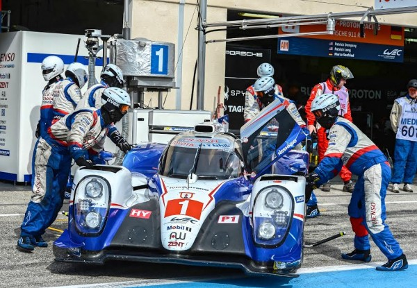 WEC-2015-Stand-TOYOTA-N°1-Photo-Antoine-CAMBLOR