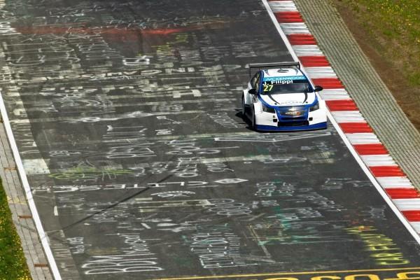 WTCC-2015-NURBURGRING-La-CHEVROLET-CRUZE-de-JOHN-FILLIPI-