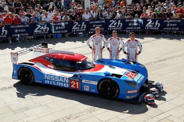 24 HEURES DU MANS 2015   PESAGE  7 juin -Equipe NISSAN- Esquipage N°21   Photo Thierry COULIBALY