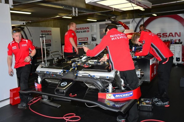 24-HEURES-DU-MANS-2015-Test-preliminaire-Stand-NISSAN-NISMO-Photo-Max-MALKA