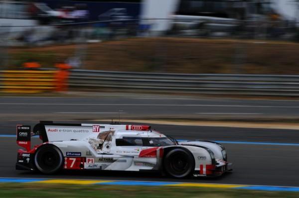 24-Heures-du-Mans-2015-Audi-N°-7-dans-le-virage-Porsche-Photo-Patrick-Martinoli.
