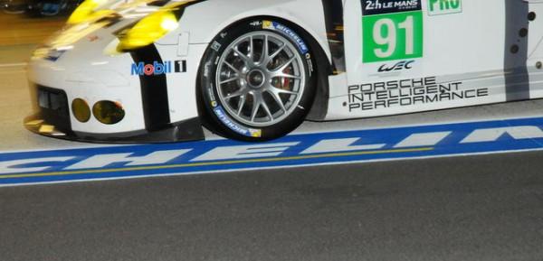 24-Heures-du-Mans-2015-Pneu-Michelin-spécifique-pour-la-Porsche-911-Photo-Patrick-Martinoli