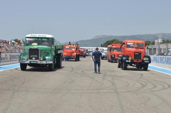CAMION 2015 -GP DU CASTELLET - Le défile des anciens les BERNARD et autres WILEM
