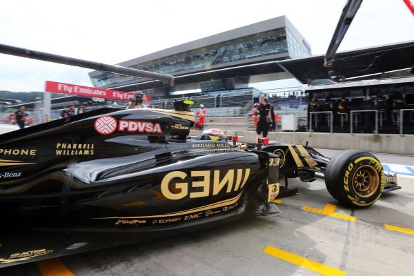 F1-2015-RED-BULL-RING-LOTUS-MERCEDDES-ROMAIN-GROSJEAN
