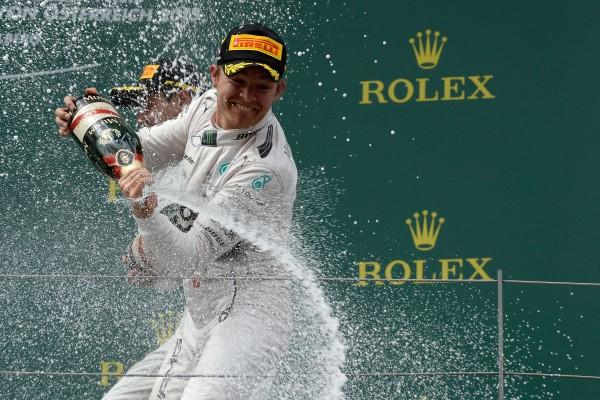 F1-2015-RED-BULL-RING-La-grande-joie-de-NICO-ROSBERG-aprés-sa-1ére-place-sur-le-podium-le-21-juin Photo Ercole COLOMBO - PIRELLI