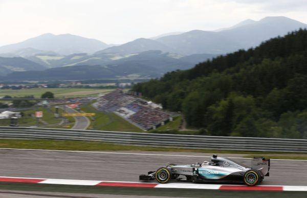 F1-2015-RED-BULL-RING-la-MERCEDES-de-LEWIS-HAMILTON-en-pole