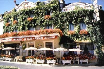 HOTEL-DE-FRANCE-a-la-CHARTRE-sur-le-LOIR.