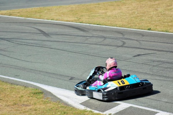 KARTING 2015 24 HEURES JP JAUSSAUD Le kart du Team GULF Racing N°35 avec Celine GRENWOOD Photo Manu LEROUX