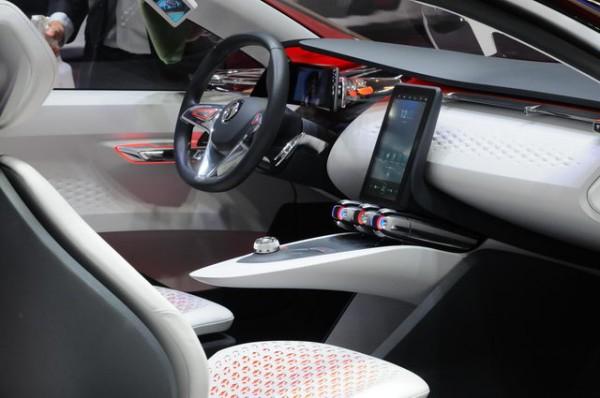Mondial-2014-Espace-intérieur-dun-vrai-concept-car-pour-la-Renault-Eolab-Photo-Patrick-Martinoli.