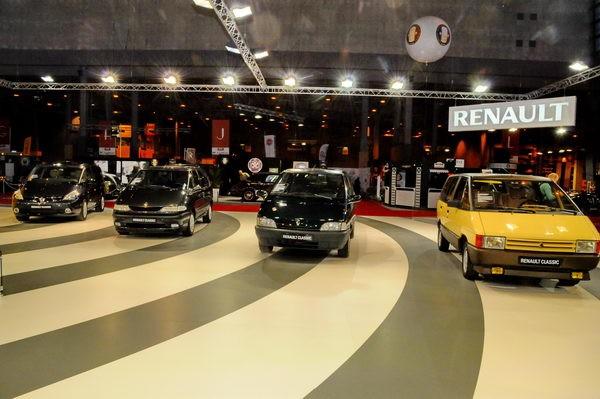 Rétromobile-2014-Renault-avec-quatre-générations-dEspace.