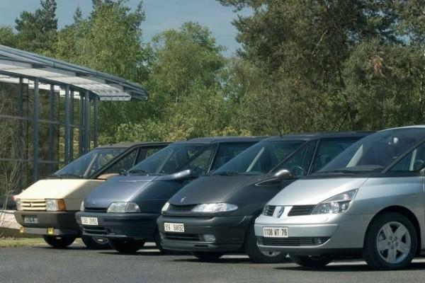 Rétromobile-2014-Renault-avec-quatre-générations-d'Espace.