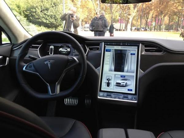 TESLA S 2014- Présentation avant le Mondial de l Auto de PARIS -Un sacré GPS - Photo autonewsinfo