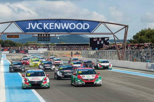 WTCC-2014-PAUL-RICARD-LE-DEPART-avec-les-HONDA-CIVIC-WTCC-de-Tiago-MONTEIRO-et-Gabriele-TARQUINI