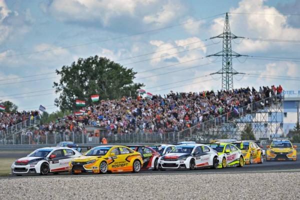 WTCC-2015-SLOVAKIA-Le-depart-de-la-2éme-course-le-21-juin.