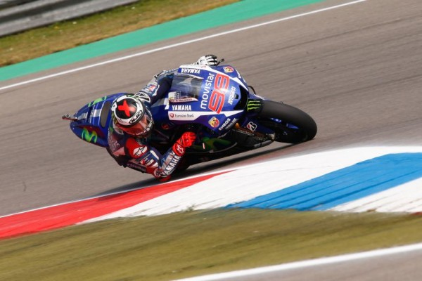 LORENZO PODIUM MAIS INVISIBLE