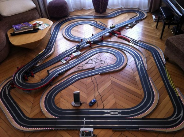 CIRCUITS SCALEXTRIC, QUEL PIED!