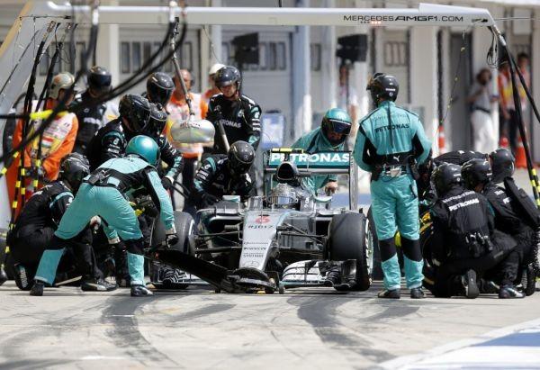 F1 2015 BUDAPEST ARRET au stand de la MERCEDES de NICO ROSBERG
