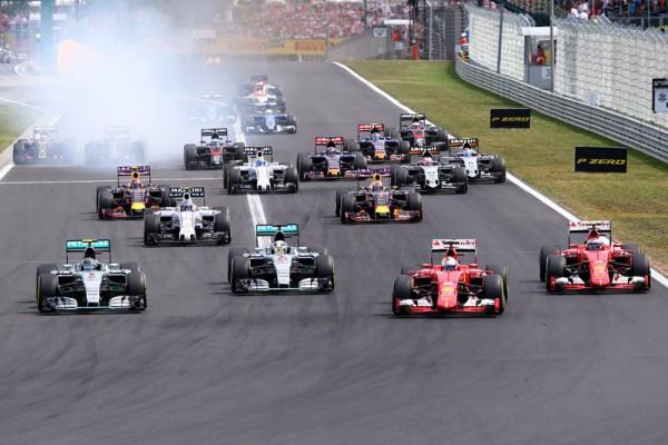 F1 2015 BUDAPEST AU GP de HONGRIE TOUS LES PILOTES se so,nt regroupes pour rendre hommage a JULES BIANCHI Le depart du GP avec Vettel-Rosberg-Hamilton-Raikkonen.