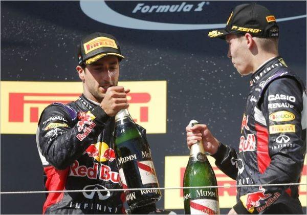F1-2015-BUDAPEST-LES-DEUX-PÏLOTES-RED-BULL-RENAULT-KVYATT-et-RICCIARDO-sur-le-podium