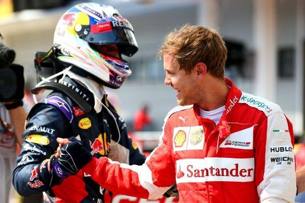 F1-2015-BUDAPEST-RICCIARDO-felicite-le-vainqueur-VETTEL