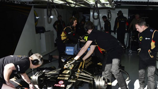 F1-2015-MONTMELO-27-FEVRIER-Stand-LOTUS-Photo-MAX-MALKA