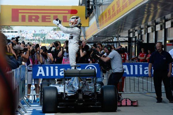 F1-2015-SILVERSTONE-LEWIS-HAMILTON-un-vainqueur-HEU-REUX