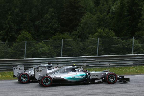 F1-2015-SILVERSTONE-NICO-ROSBERG-et-LEWIS-HAMILTON-MERCEDES